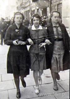 Uczennice III LO na Krakowskim Przedmieściu