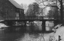 Widok na most i młyn w Zemborzycach