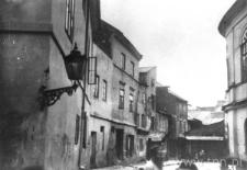 Lublin. Ulica Jateczna z widocznym fragmentem elewacji Synagogi Maharszala