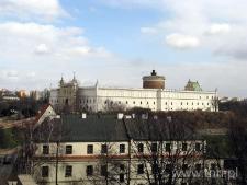 Widok na Zamek z Placu po Farze