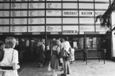 Dworzec PKS w Lublinie - kasy biletowe i rozkłady jazd w hali dworca