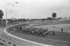 Międzynarodowe zawody sportowe na stadionie miejskim w Lublinie - występ orkiestry wojskowej