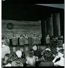 Skan Negatywu, 1 - 12 Koncert z lilijką