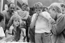 Konkurs picia napojów z worka na basenie WOSiR w Lublinie