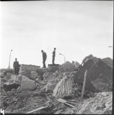 Skan Negatywu, 1 - 9 Burzenie komina cegielni przy ul. Nałęczowskiej