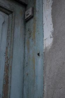 A trace of a mezuzah on the door frame in Międzyrzec Podlaski (3 Graniczna street)