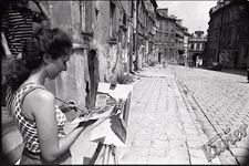Painter at work, overlooking the Grodzka Gate
